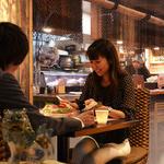 琉球居酒屋 南久宝寺 - 【テラス席】季節限定で登場する大人気のテラス席☆ヒヤシンスのチェアが雰囲気満点◎カップル、女性同士のディナーにオススメです♪