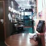 肉汁水餃子 餃包 - 店内入口方向。