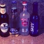 ZYX - 料理写真:スポーツバーならではの瓶のお酒で乾杯!