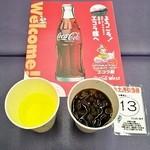 コカ・コーラ - 料理写真:リアルゴールド(左) コカ・コーラ(右)