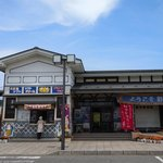 21653695 - 三陸鉄道の駅も同居した建物