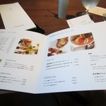 白金茶房 - 頂いたメニューの中から選んだのはフルーツパンケーキとアイスロイヤルオレを注文してみました。
