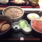 基 代々木店 - 「桃」付けダレ蕎麦とサーモン丼@1,000