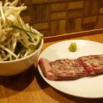 焼肉 がみ屋 - ガーリック牛ハラミステーキ!ニラもやしが付いてきます◎