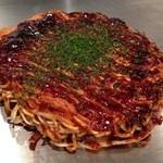 府中焼き としのや - 肉玉そば700円黒焼き