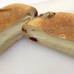 21664350 - クランベリークリームチーズフランス ¥210