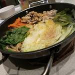 21665117 - 豚と野菜のスチーム鍋