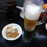 宇都宮の夢餃子 - とりあえずセットの生ビールとザーサイ