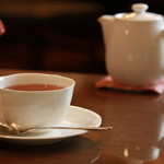 木馬の館 - 紅茶は茶葉をブレンドし、ポットサービスで提供いたします(アイスティーはグラスでのご提供です)