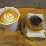 ブリッジ コーヒーアンドアイスクリーム - カフェラとクッキー&クリームマフィン