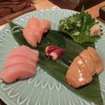 うずら屋 - 盛り合わせ・・・淡海地鶏・・・胡麻油で食べると最高(´∀`)