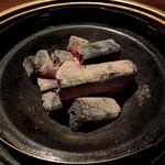 九州酒場 あじと - 2013年9月22日(日) 卓上備え付けのコンロには炭を用意して下さいました