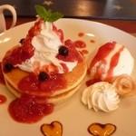 カフェ 彩の森 - ストロベリーパンケーキ