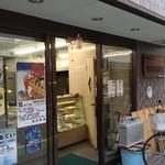 須田豆腐店 - 道具が干してあります。