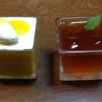 21684710 - 右、紅茶とライチのゼリー