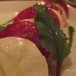 21686128 - フルーツトマトとモッツレラのカプレーゼ(850円)