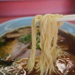 元祖加古川ラーメン - 麺は中太ストレート、やや柔らか目
