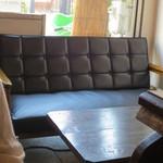 谷中 ボッサ - こちらはソファー席です。