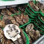 かき小屋 渡波 - 料理写真:万石浦産の牡蠣は8個1000円!一年牡蠣で身の締り具合が最高です!