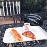 パンセ - 開店と同時にモーニング  早朝サイクリングの途中に、サービスのコーヒーと一緒に。