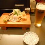 新中野まとい寿司 - 生ビールと貝盛り合わせ