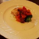 キッチンバー混 - 真鯛のポワレ 彩り野菜のプッタネスカソース