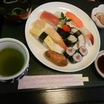 旭寿司 - にぎりセット
