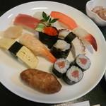旭寿司 - にぎりセット(アップ)