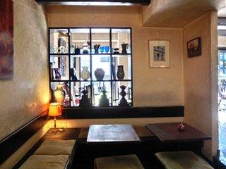 カファブンナ - 店内のテーブル席の風景です
