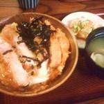 ぶんぷく - ロースかつ丼(蜆汁付き) 980円