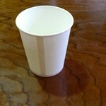 本宮の湯 うまの背 - セルフサービスで水を紙コップに汲んできます