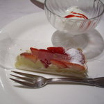 217295 - このケーキにろうそくがささってました(笑)