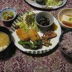 ならまち文庫 古書喫茶 ちちろ - 火・木限定の大和野菜を使ったヘルシーランチ