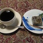 ならまち文庫 古書喫茶 ちちろ - きんつばとコーヒーのセット
