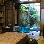 ならまち文庫 古書喫茶 ちちろ - 宮崎アニメに出てきそうな光景が広がります