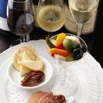 SPACE - 前菜の盛合わせとワイン