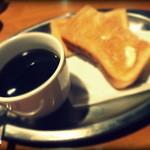 ビボ - ある日のモーニングセット(450円)のコーヒーとトースト。