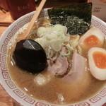 つけ麺屋 ごんろく  - 醤油らーめん(720円)に味玉(100円)