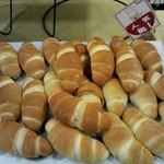 パスコ - 料理写真:塩パンが最近はNO.1だそうです