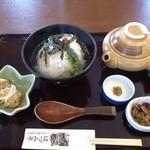 21703086 - 39鬼梅の鯛茶漬け(650円) 漬物・日替わり小鉢付