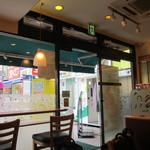 ドトールコーヒーショップ - 入口付近は少ない禁煙席