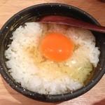 塩ホルモンさとう - 卵ごはん