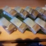 21708760 - 鯖棒寿司 1100円。                       お味噌汁付き