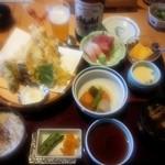 21708773 - 天ぷら御膳。お刺身付き。                                              たしか、1890円?                       1800~1900円の間の価格でした。                                              瓶ビールはアサヒ大。630縁だったかな?