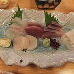 魚・旬菜小料理ととや - 刺身盛り合わせです。2013-10-4訪問時。