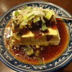 龍 刀削麵 - ピータンと豆腐冷菜