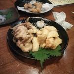番家 - アオリイカの天ぷら、奥はタコ天
