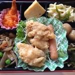 ミノヤランチサービス - 10月7日、月曜日の健美膳450円メインながら鳥の立田揚げ、エビチリ