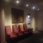 あけびの実 - 玄関横 エレベーター前 順番待ちを兼ねた休憩用椅子