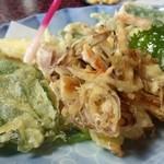 21719305 - 季節 野菜の天ぷら2皿目(2皿800円)